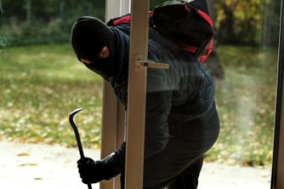 Planning a Vacation? Burglar-proof Your Home